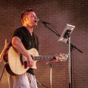live music with Dan Reisen